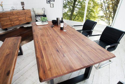 Masywny drewniany stół z naturalnym blatem i nieregularnymi krawędziami 200cm