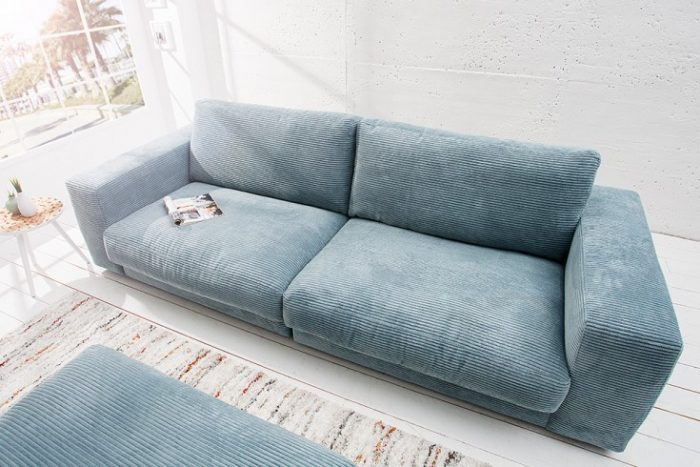 Klasyczna Sofa SEVENTIES w kolorze jasnoniebieskim