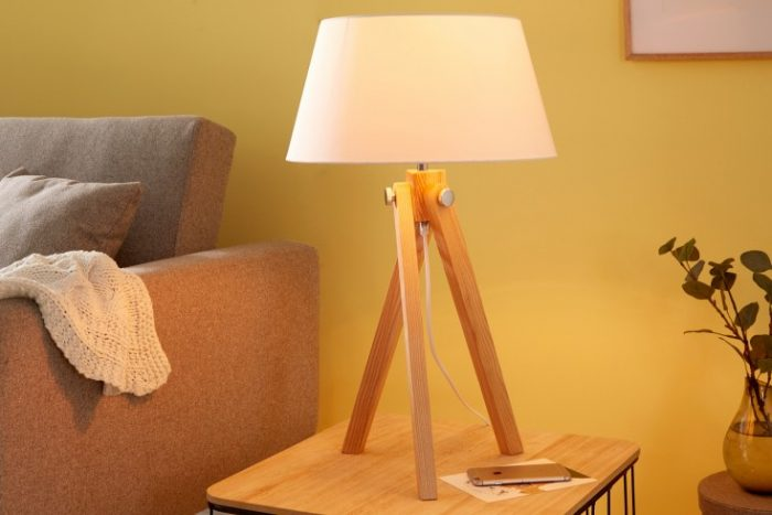 Elegancka retro lampa stołowa TRIPOD 64 cm biała