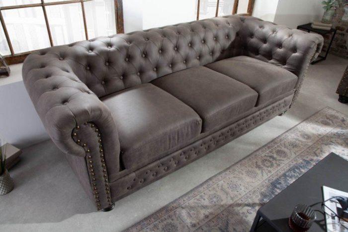 Sofa Chesterfield 3 osobowa 205 cm szara podłokietniki i przeszycia